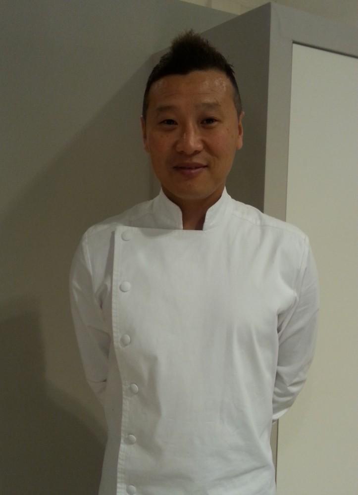 Lo chef Yoshihide Matsumoto